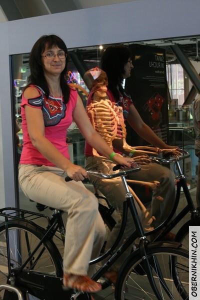 и напоследок мой скелет на велосипеде :)